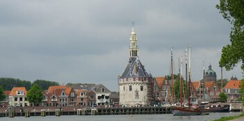 Burgemeester Nieuwenburg sluit drugswoning in Hoorn