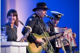 Optreden van de 4-tuoze Matroze in folkclub Oosterleek