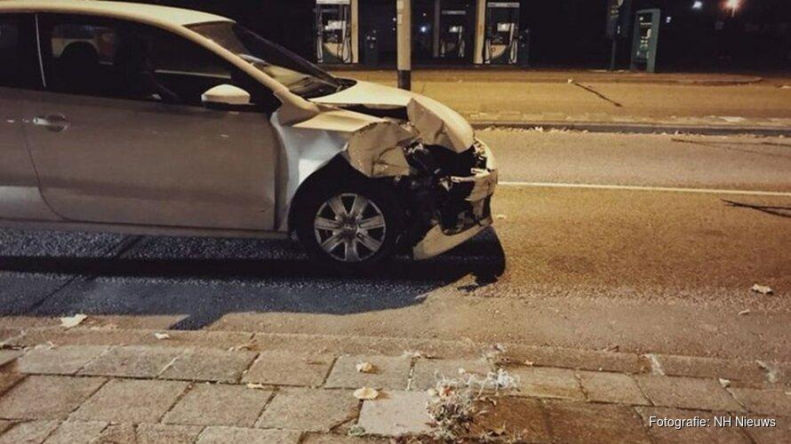 Man rijdt na aanrijding met zwaarbeschadigde auto door centrum Hoorn
