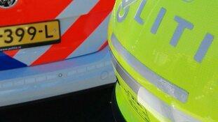 Auto crasht tegen boom in Hoorn