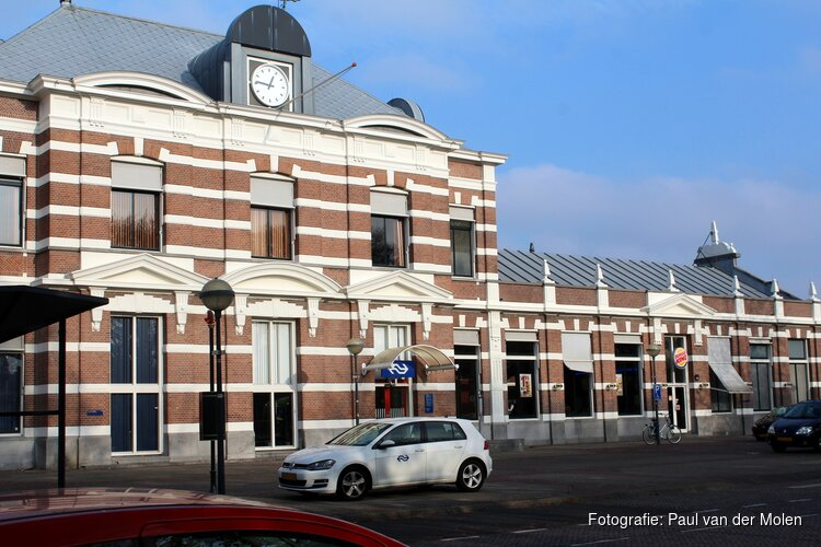 Agressieve man rent in Hoorn achter mensen aan met -waarschijnlijk- een wapen