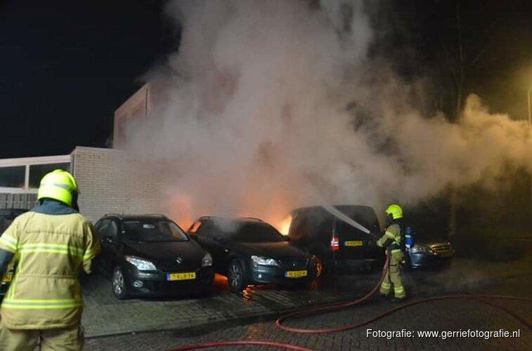 Auto door brand verwoest