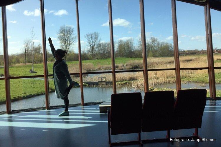 Zondag-yoga met uitzicht op het groen van Natuurpark Blokweer