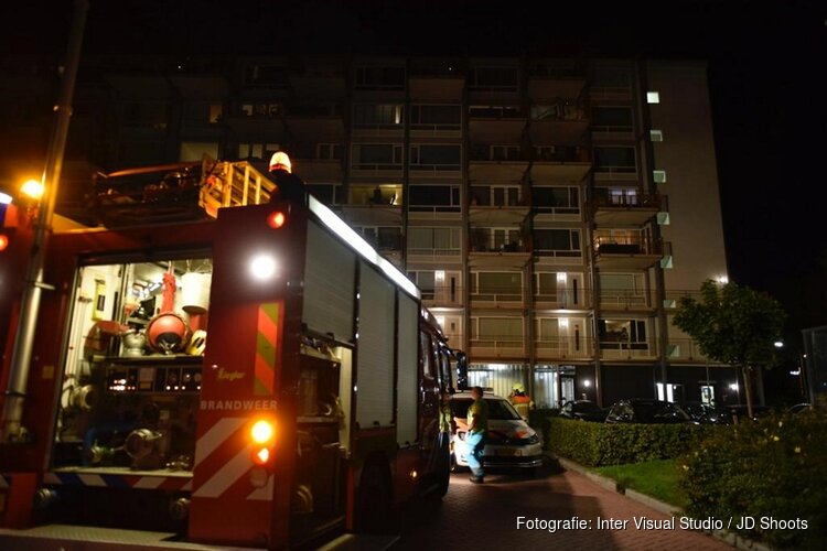 Explosie slaat gevel uit Hoornse flat