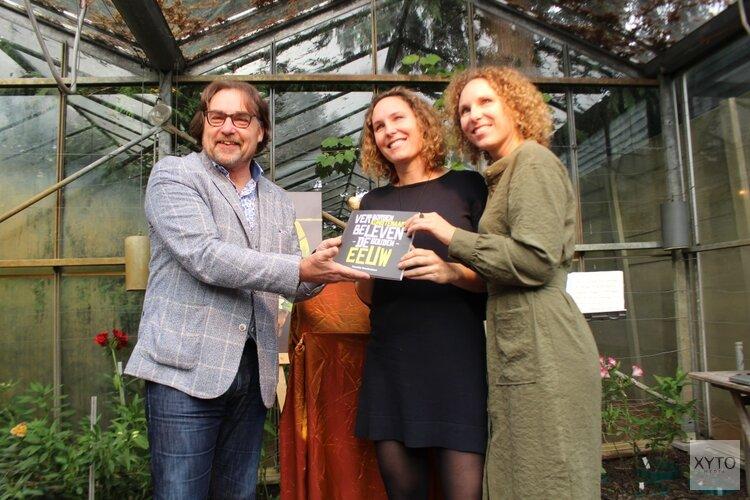 Ad Geerdink neemt eerste 'verborgen' gouden eeuw boek in ontvangst