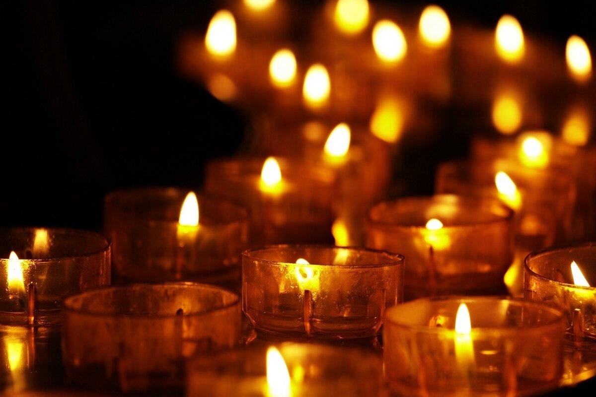Kaarsje Branden Overleden Kind.Wereldlichtjesdag Lichtjes Voor Overleden Kinderen