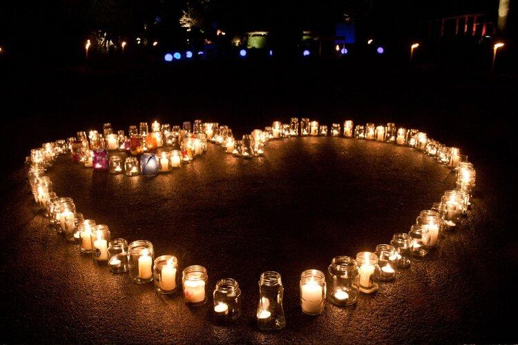 Wereldlichtjesdag, lichtjes voor overleden kinderen.