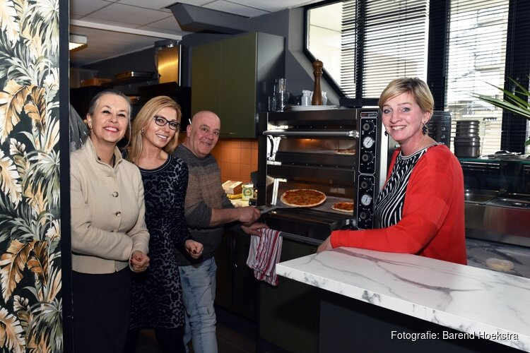 Feestelijke opening van nieuwe zaak Incontro op station Hoorn Kersenboogerd
