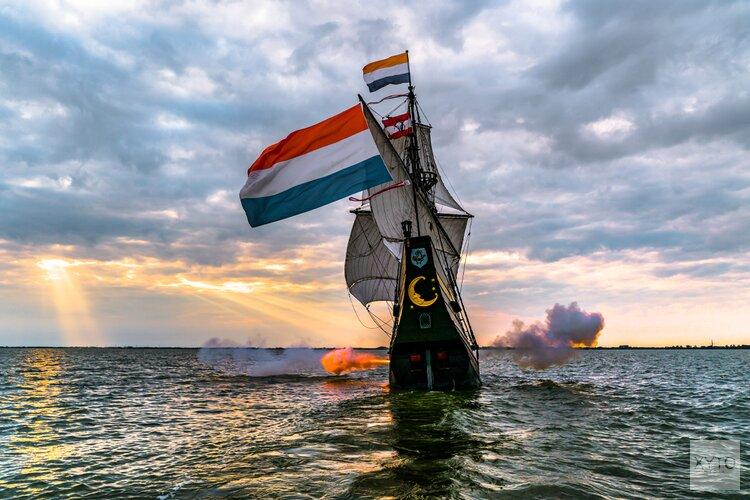 Roerende live uitzending afvaart museumschip Halve Maen