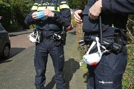 Politieagenten met mondkapjes voorbereid op Corona-incidenten