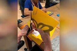 Ouderen knippen 'Groeten uit Hoorn'