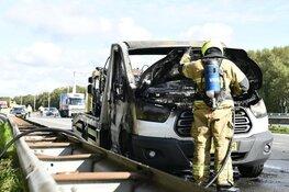 Auto met oplegger in brand op A7