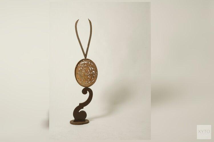 Flip en Sam Drukker met hun expositie 'Gevonden voorwerpen en een gedeeld verleden'