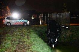 Auto belandt in sloot in Zwaag