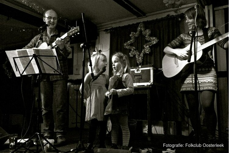 Irish folk formatie Masja, Robert & Gilles in folkclub Oosterleek