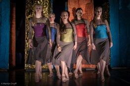 De Dansonderneming presenteert: Seasons in theater Het Pakhuis
