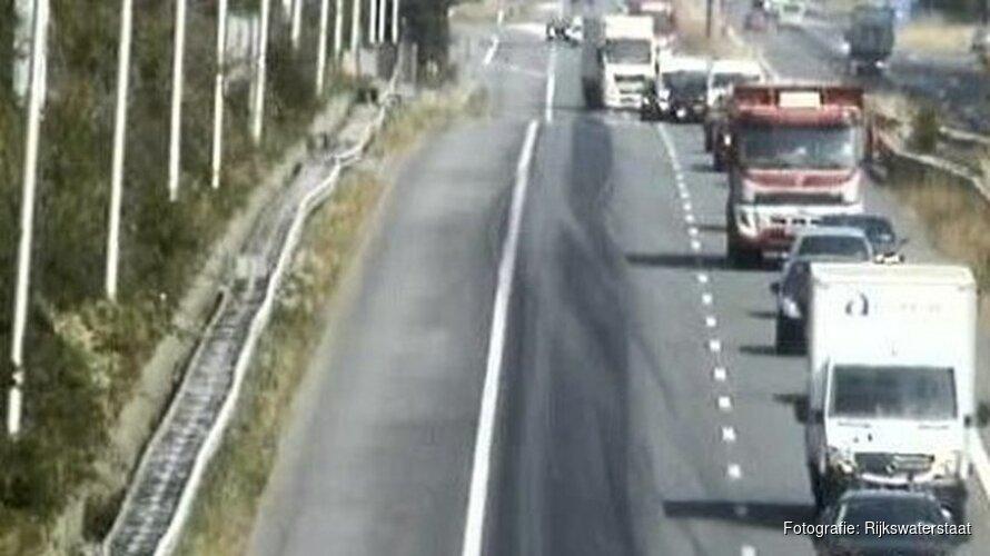 Olie op de weg leidt tot drukte op A7