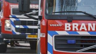Twaalf woningen ontruimd na autobrand in Hoorn