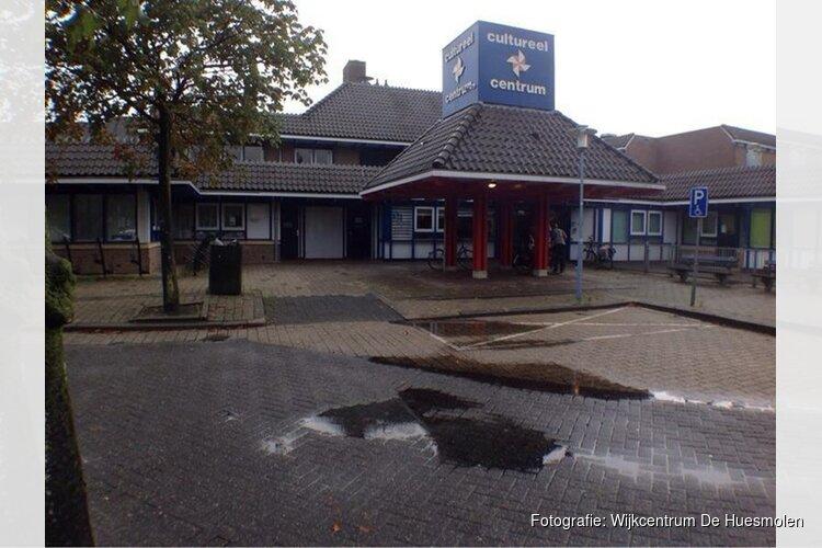 Kleding- en speelgoed verkopen in Wijkcentrum De Huesmolen